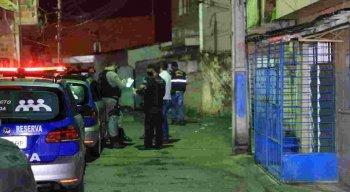 Equipes do DHPP estiveram no local do crime, em Olinda, e estão investigando a morte do jovem