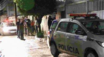O crime aconteceu no bairro do Prado, no Recife; equipes do DHPP e da PM estiveram no local