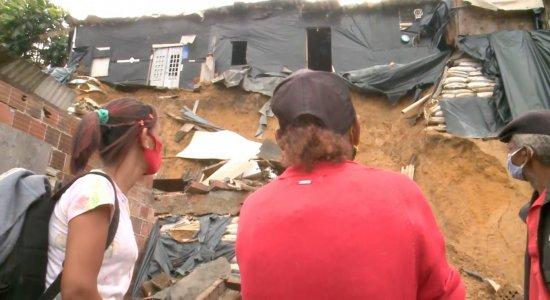 TV Jornal Meio-Dia mostra a situação no Ibura, no Recife, depois de um deslizamento de barreira
