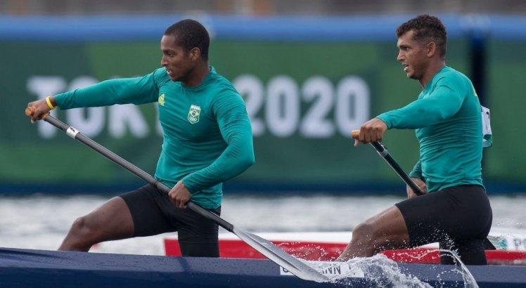 Isaquias Queiroz e Jacky Godmann ficaram na quarta colocação no C2 1000m
