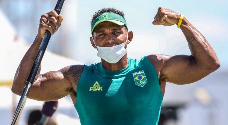 Isaquias Queiroz conquistou duas medalhas de prata e uma de bronze nos Jogos Olímpicos do Rio e, agora, o ouro nos Jogos de Pequim
