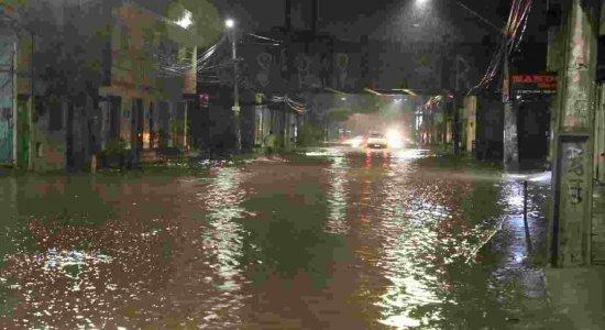 Alagamentos em Recife agora: Veja onde tem ruas alagadas nesta terça e as últimas notícias da chuva