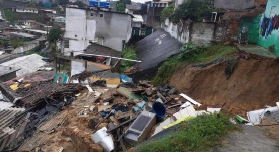 Deslizamentos de barreiras, estradas bloqueadas e alagamentos: Confira o balanço das chuvas em Pernambuco, nesta terça (10)