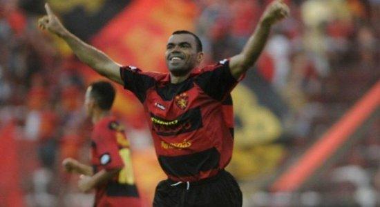 VÍDEO: Com narração de Adilson Couto, Sport relembra gol de Dutra contra o Palmeiras na Copa do Brasil de 2008