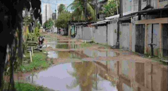 Em período de chuvas fortes, moradores sofrem com alagamentos constantes no bairro da Várzea