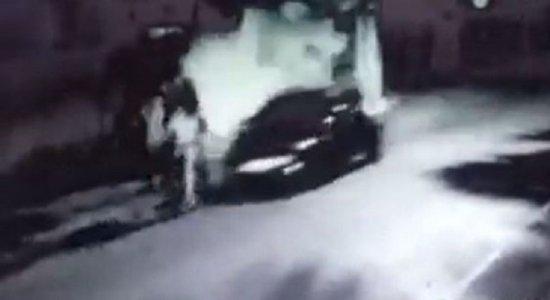 Vídeo mostra jovem entregador sendo atropelado e morto por carro em alta velocidade no Recife; família pede justiça