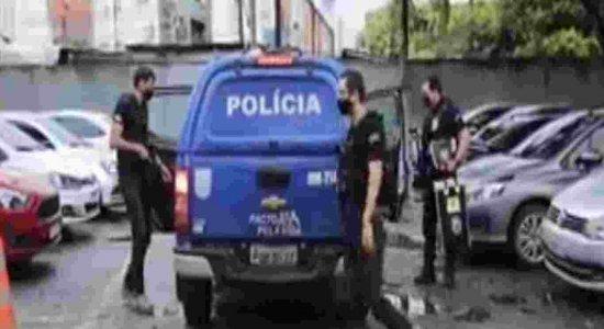 Policiais civis e militares são presos acusados comercializar armas para bandidos