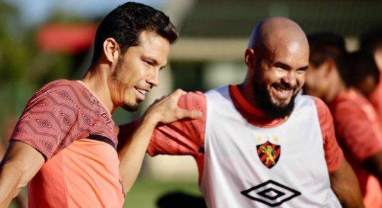 Regularizado, Hernanes viaja para o Rio de Janeiro e vai estrear pelo Sport diante do Flamengo