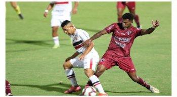 Santa Cruz e Ferroviário-CE empataram em 0 a 0 no Arruda.