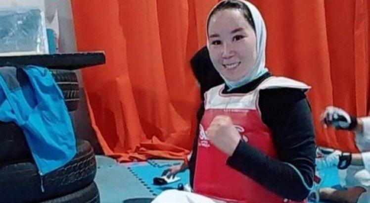 Zakia Khudadadi seria a primeira mulher a representar o Afeganistão em uma Paralimpíada