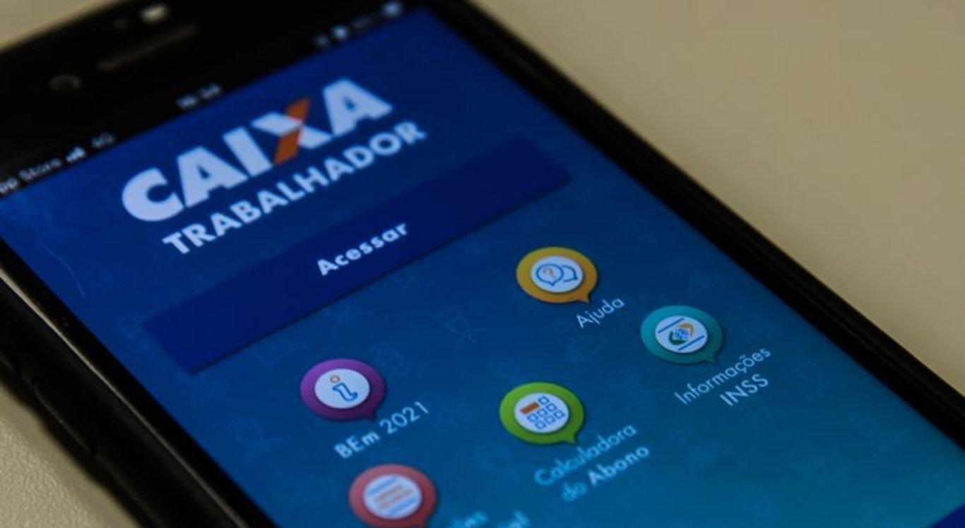 O app está disponível gratuitamente nas lojas de aplicativos com o nome Caixa Trabalhador