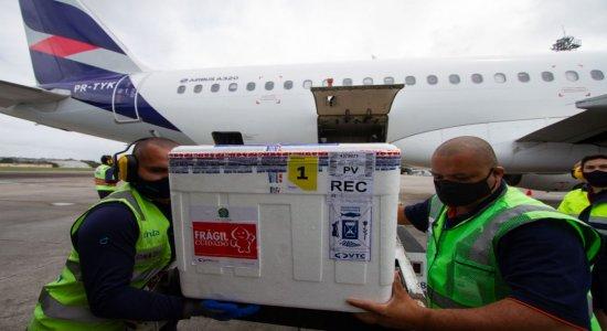Pernambuco recebe mais de 200 mil doses de vacina contra a covid-19 da CoronaVac