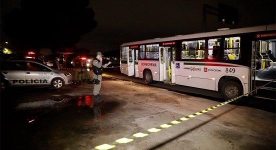 Assalto a ônibus no Recife termina com tiroteio, pânico e suspeito morto, após policial reagir