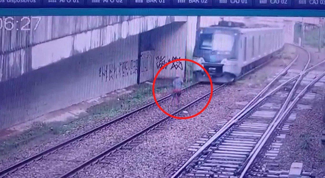 O homem quase foi atropelado nos trilhos do metrô, no Recife