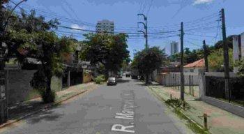 A operação é intervenção de drenagem para reparo de um abatimento na Rua Marquês de Maricá.