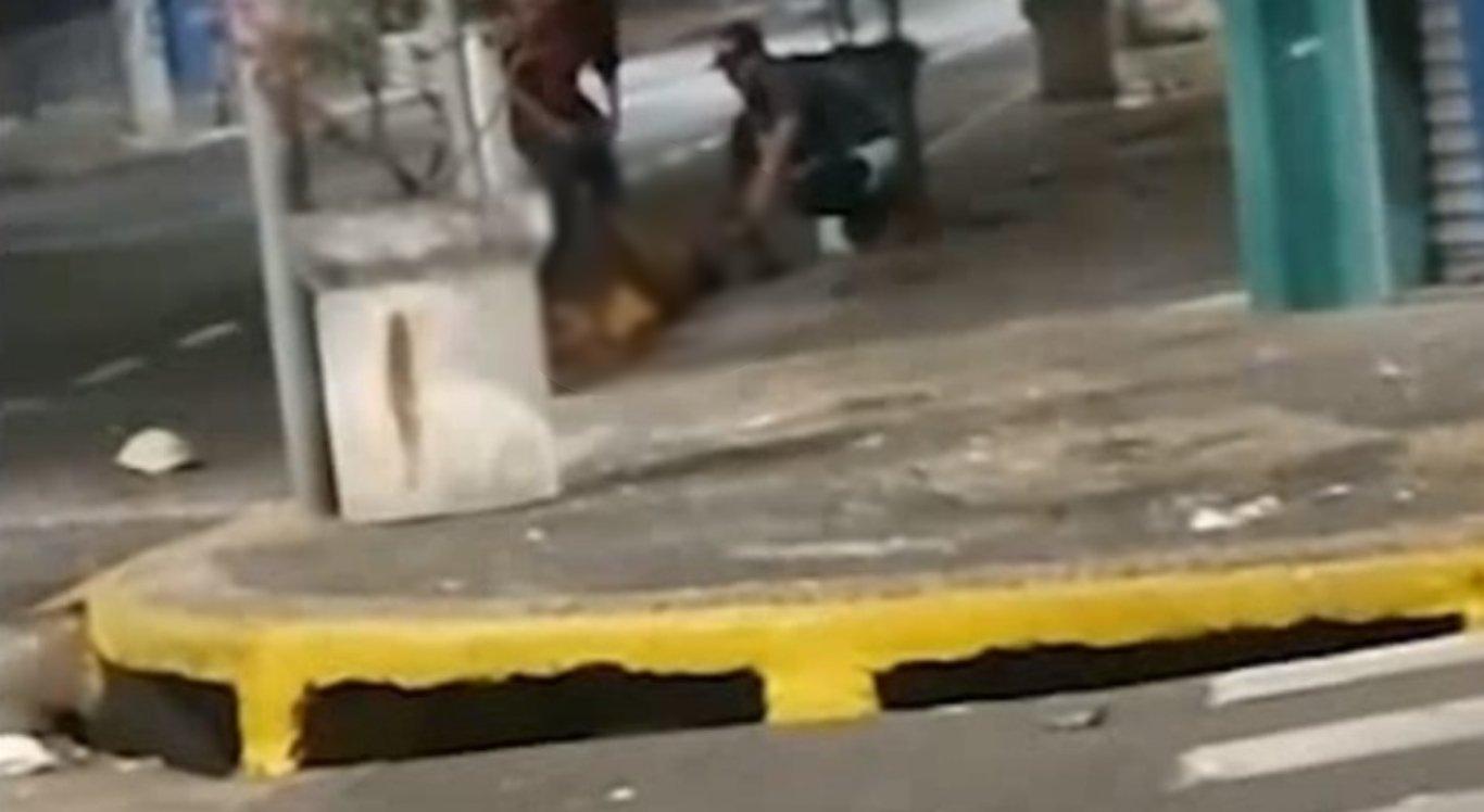 Ciclista aciona acidentalmente explosivo deixado por suspeitos e tem os pés amputados