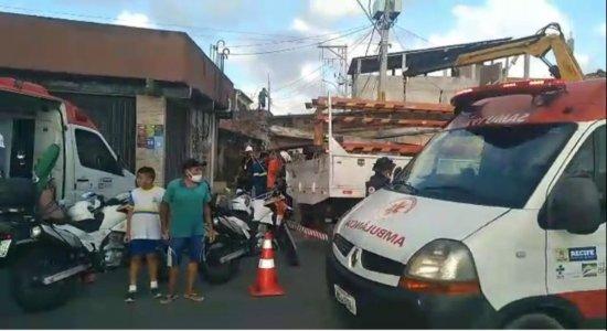 Funcionários terceirizados da Neoenergia são vítimas de choque elétrico durante troca de postes no Recife