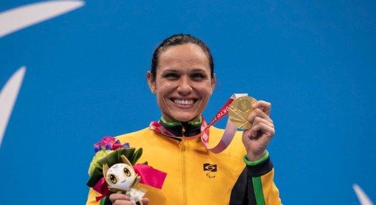 Estreante em paralimpíadas, pernambucana Carol Santiago conquista 3ª medalha de ouro e quebra mais um recorde