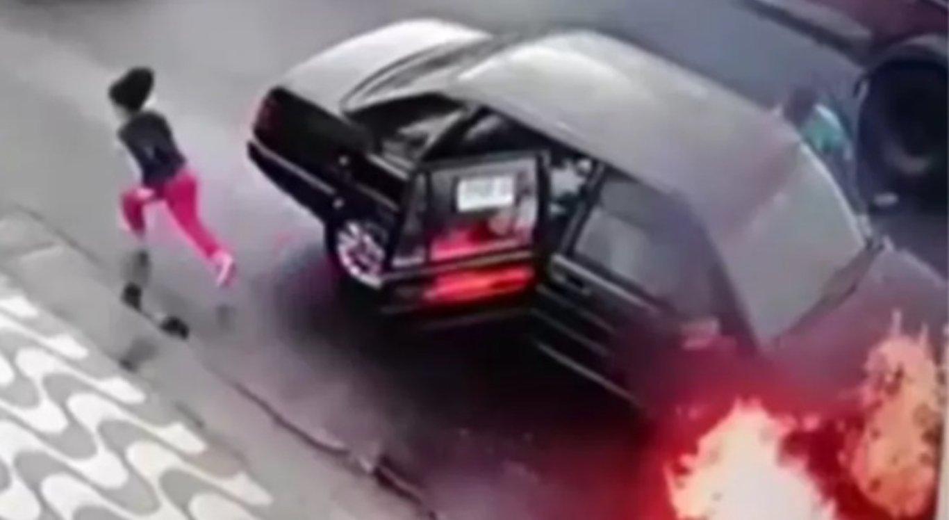Pai e filha escapam de carro que estava pegando fogo