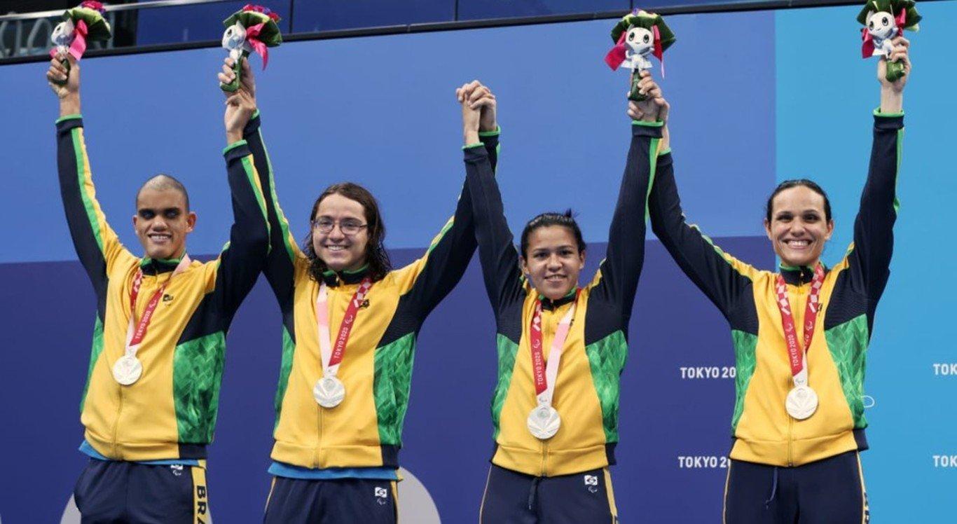Brasil ganhou prata no revezamento 4x100m livre misto para deficientes visuais nas Paralimpíadas