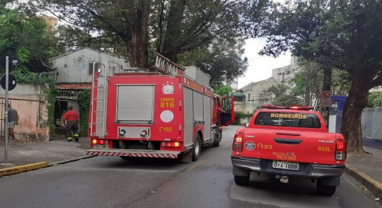 Incêndio atinge consultório de psiquiatria no bairro da Boa vista, no Centro do Recife; polícia investiga se foi criminoso