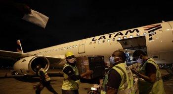 Os imunizantes chegaram ao aeroporto internacional do Recife ao longo desta quarta-feira (1°)