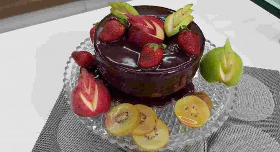 Receita de Bolo de Chocolate com Frutas do chef Rivandro França