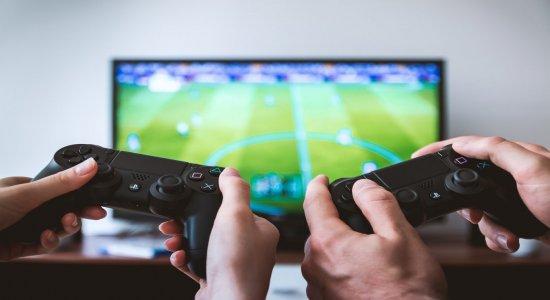 Videogame ajuda a queimar calorias? Veja quanto tempo jogando equivale a quantos abdominais