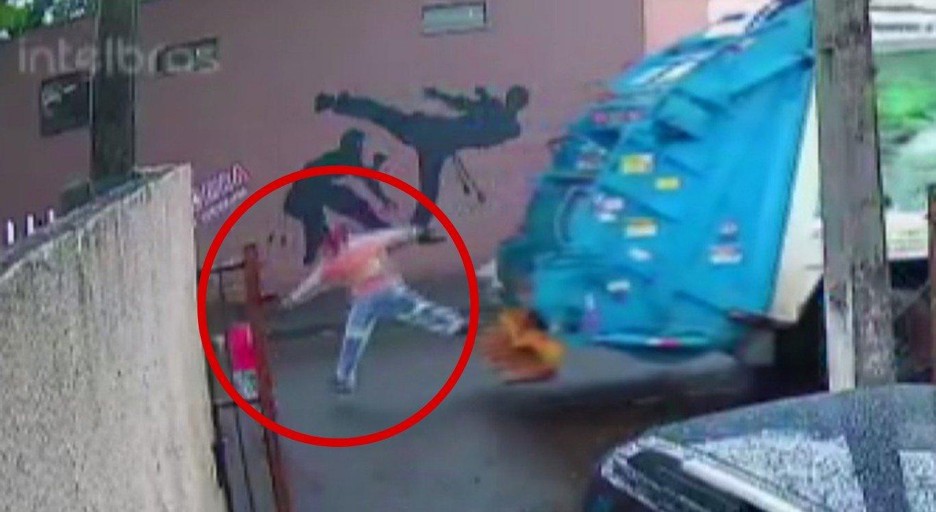 O coletor de lixo salvou a criança de ser atropelada no Paraná