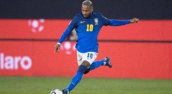 Neymar atuando com a camisa da Seleção Brasileira.