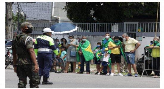 AO VIVO: acompanhe a chegada de Jair Bolsonaro em Pernambuco