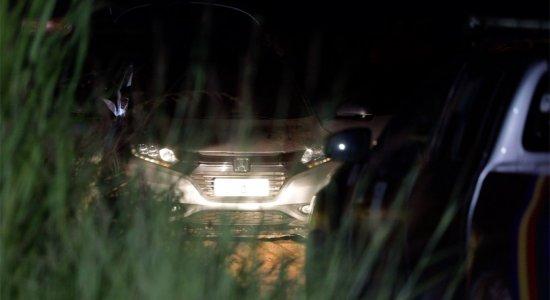 Empresário é morto dentro do próprio carro, em suposto assalto, no Grande Recife; amigo da vítima pulou do veículo em movimento