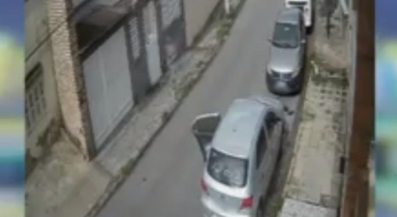 Mulher tem carro levado durante assalto