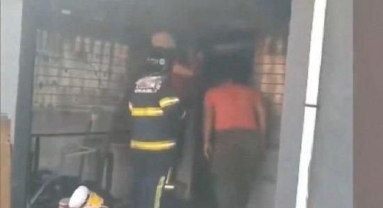 Incêndio atinge loja de celulares em Paulista e dono pede ajuda