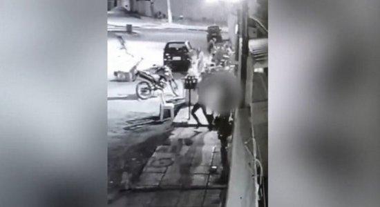 Vídeo: homem é morto e dois ficam feridos durante ação criminosa em espetinho em Petrolina