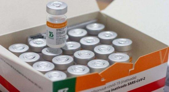 Vacinação contra a covid-19: Posso tomar a Coronavac estando com sintomas de gripe?
