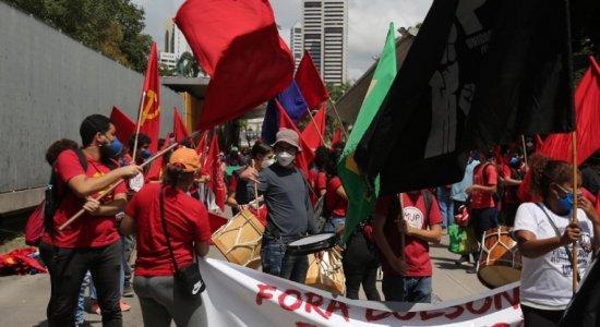 Veja as fotos do Grito dos Excluídos de 2021, no Recife; grupo pede saída de Bolsonaro do poder