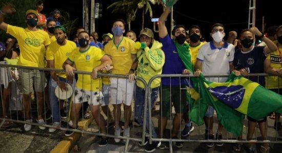 Veja imagens da chegada da Seleção Brasileira ao Recife para jogo contra o Peru na Arena de Pernambuco
