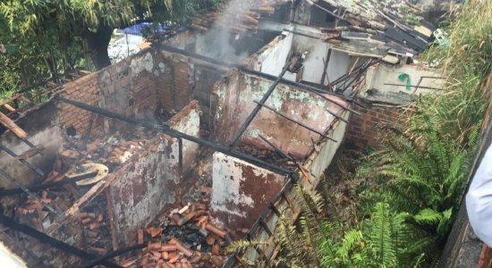 Incêndio atinge duas casas no Vasco da Gama, na Zona Norte do Recife