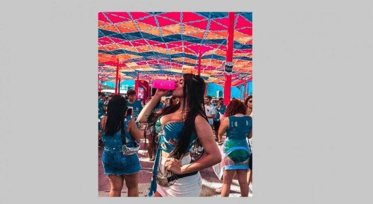 Ana Karoline em festa privada no Recife.