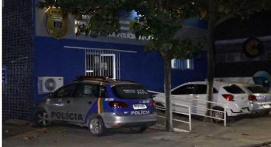 Homem é esfaqueado e espancado por cerca de 8 suspeitos perto de delegacia no Recife