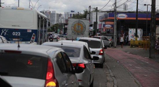 Não é necessário formar longas filas em postos de gasolina, diz presidente do Sindicombustíveis