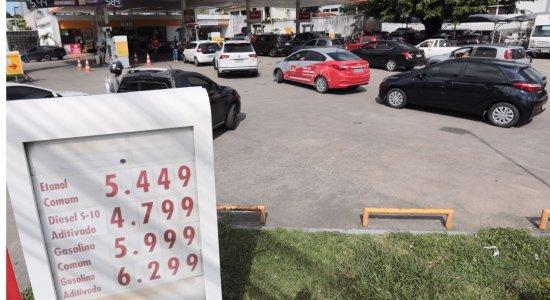Em meio ao alto preço da gasolina, Jair Bolsonaro diz ter 'vontade de privatizar' a Petrobras