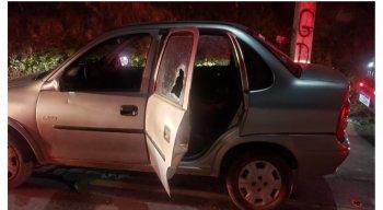 Criança baleada morreu dentro do veículo.