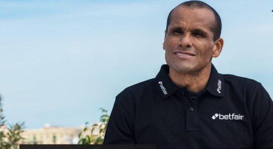 Mesmo morando nos EUA, Rivaldo revela que acompanha o Santa Cruz e demonstra preocupação: 'situação difícil'