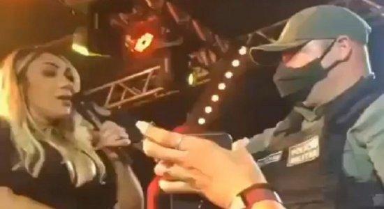 Vídeo: Polícia encerra show da cantora de forró Taty Girl em Santa Cruz do Capibaribe