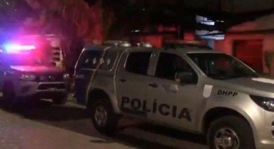 Briga entre vizinhos termina com mulher morta na Zona Oeste do Recife