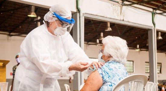 João Campos anuncia início da dose de reforço para idosos a partir de 65 anos no Recife; saiba mais