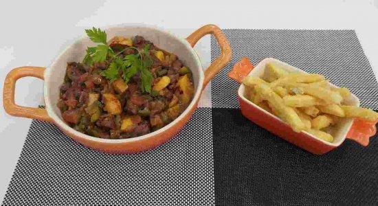Receita de Picadinho de Carne com Caju e Batata frita