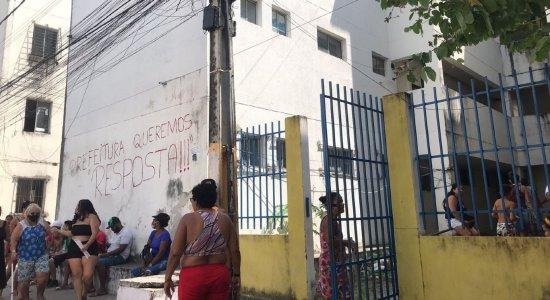 Mais de 60 famílias invadem conjunto habitacional no Arruda, na Zona Norte do Recife
